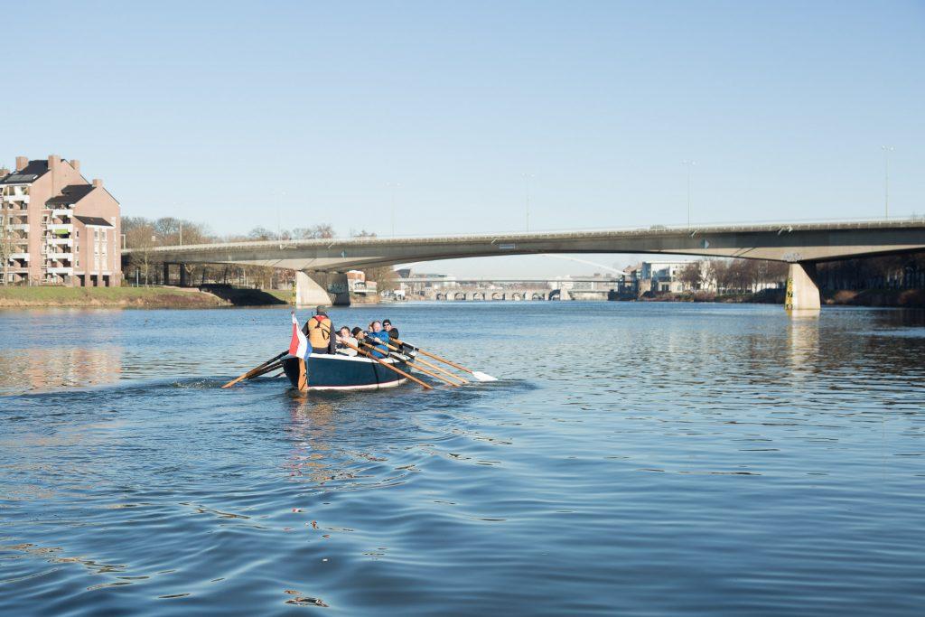 Sloeproeien Maastricht met Van Ommeren in actie op de Maas